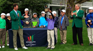 Adam Scott congratulates Boys 10-11 winner Leo Cheng, Junior Golf Competition